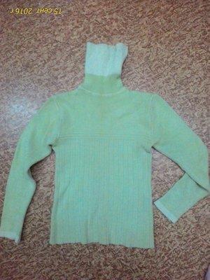 Теплый вязанный свитер зеленого цвета размер М