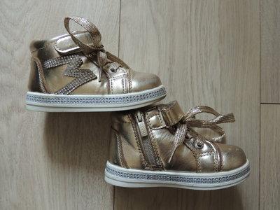 Стильные демисезонные ботинки Y.Top 26р, 14,5см стелька маломерят