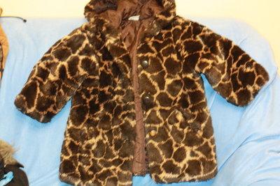 Зимняя шубка с капюшоном ф.H&M р-104/110 в хорошем состоянии